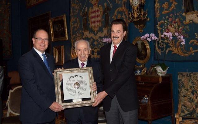 Prince Albert II, le Président Shimon Peres et le Dr. Mike Evans (PRNewsFoto/Friends of Zion Museum)