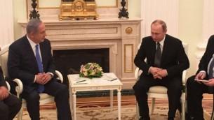 Le Premier ministre Benjamin Netanyahu (à gauche) avec le président russe Vladimir Poutine à Moscou, le 21 avril 2016. (Crédit : autorisation)