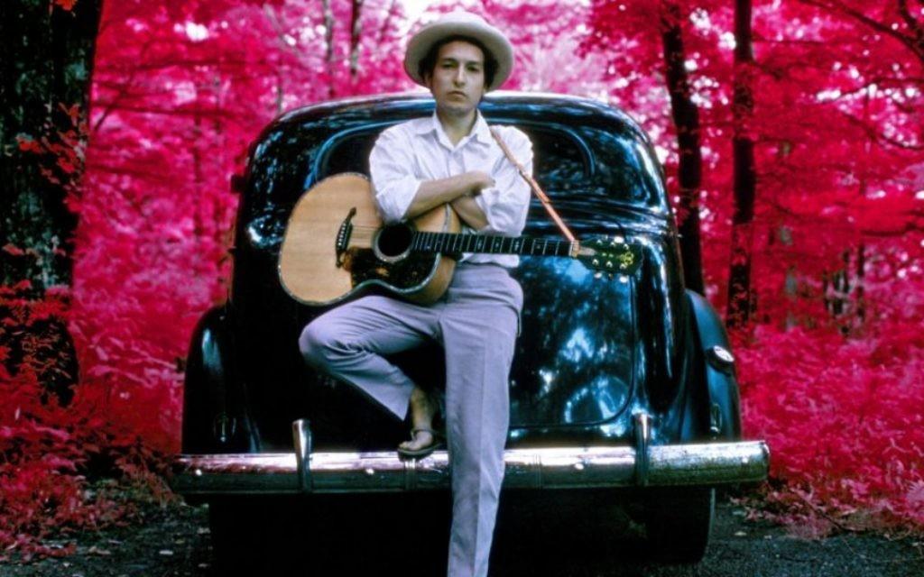 Bob Dylan, infrared, Woodstock, New York, 1968. (Crédit : Elliott Landy/Press License, Landy - Le musée du peuple juif de Beit Hatfutsot/via JTA)