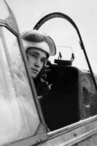 Yakir Naveh, pilote dont l'avion s'est abîmé dans le lac de Tibériade en mai 1962. (Crédit : armée de l'air israélienne)