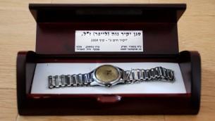 La montre de Yakir Naveh, retrouvée au fond du lac de Tibériade. (Crédit : armée de l'air israélienne)