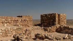 Fouilles à Tel Arad, dans le désert du Néguev, le 16 mars 2006. (Crédit : CC BY-SA Wikimedia commons)