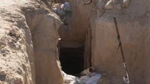 Un tunnel allant de Gaza en Israël, vu sur une photo dévoilée par l'armée israélienne le 18 avril 2016. (Crédit : unité des portes-paroles de l'armée israélienne)