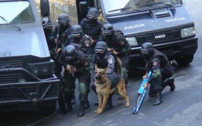 Forces spéciales brésiliennes pendant un raid de police. lllustration. (Crédit : CC-BY, Diário de um PM/Wikimedia)