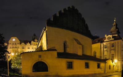 La synagogue Vieille-Nouvelle, en 2005 (Crédit : Panoramas/Flicker/CC BY-ND 2.0)