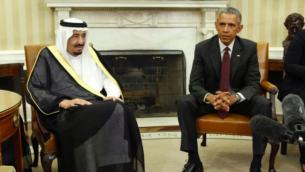 Le président américain Barack Obama avec le roi d'Arabie saoudite Salmane dans le Bureau ovale à la Maison Blanche à Washington, DC, le 4 septembre 2015. (Crédit : AFP / Yuri Gripas)