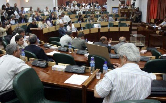 Les députés palestiniens pendant une session d'urgence du parlement, au Conseil législatif de Ramallah, le 11 juillet 2007. (Crédit : Ahmad Gharabli/Flash90)