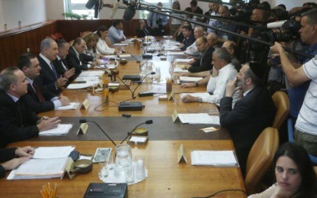 Réunion hebdomadaire du cabinet dans les bureaux du Premier ministre Benjamin Netanyahu à Jérusalem, le 26 mai 2015. (Crédit : Marc Israel Sellem/Pool/Flash90)