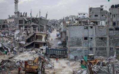 L'est de Gaza Ville, six mois après l'opération Bordure protectrice de 2014. (Crédit : Aaed Tayeh/Flash90)