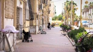 Une rue de Yeruham, au sud d'Israël, le 20 juin 2015. (Crédit : Garrett Mills/Flash90)