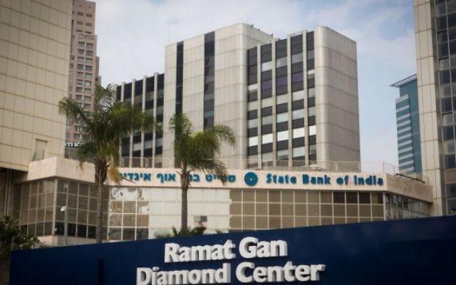 La bourse du diamant d'Israël, à Ramat Gan, dans le centre du pays, le 14 janvier 2016. (Crédit : Miriam Alster/Flash90)