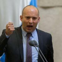 Naftali Bennett prenant la parole à la Knesset, le 28 mars 2016. (Crédit : Yonatan Sindel/Flash90)