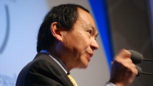 Le théoricien politique Francis Fukuyama pendant une conférence de New World, New Capitalism à Paris, le 8 janvier 2009. (Crédit : Andrew Newton/Wikimedia/CC BY-SA 2.0)