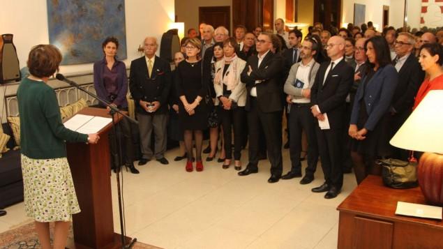 La ministre française de la Santé et des Affaires sociales, Marisol Touraine rencontre les Français d'Israël, Maison de France, à Jaffa, le 31 mars 2016. (Crédit : Ambassade de France en Israël / Marine Crouzet)