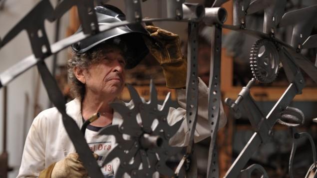 Bob Dylan dans son atelier de travail du fer, en septembre 2013. (Crédit :  © John Shearer)