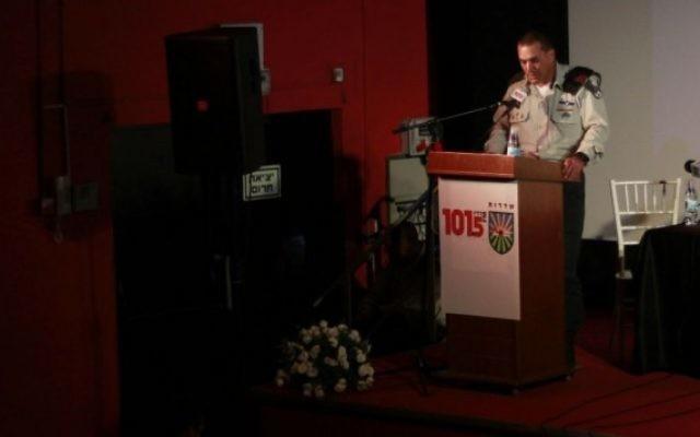 Le dirigeant du Commandement de la région Sud, le général Eyal Zamir, pendant une conférence sur la menace des tunnels de Gaza à Sderot, le 20 avril 2016. (Crédit : Judah Ari Gross/Times of Israel)