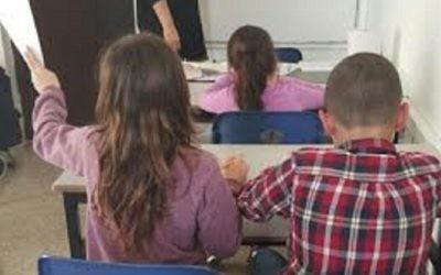 Des élèves en train d'étudier en Israël (Crédit : Ateliers de la réussite)