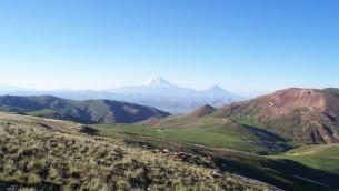 La chaîne de montagnes arménienne, près de la frontière entre l'Iran et la Turquie. (Crédit : CC BY 3.0 Ahmet Soyak/Wikipedia)