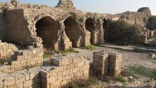 Ruines de la citadelle d'Ashdod, connue en hébreu sous le nom d'Ashdod Yam et en arabe de Minat al-Qala . (Crédit : Wikimedia commons)