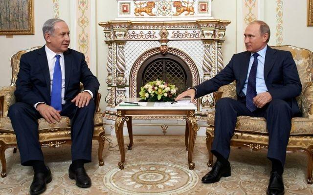 Le Premier ministre Benjamin Netanyahu avec le président russe Vladimir Poutine, à Moscou, le 21 septembre 2015. (Crédit : ambassade d'Israël en Russie)