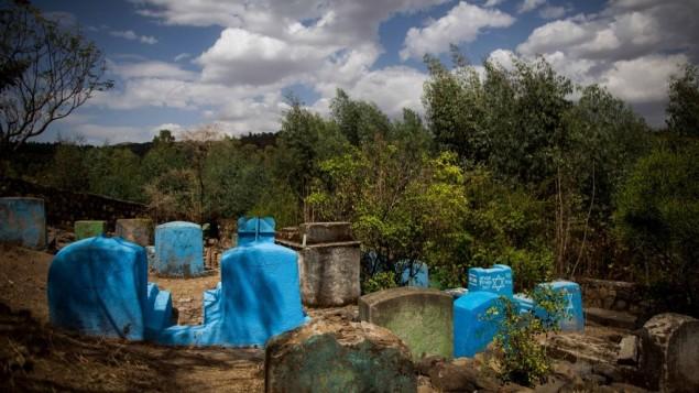 Le cimetière juif de Wolleka, Gondar, Éthiopie, le 24 avril 2016 (Crédit : Miriam Alster / Flash90)