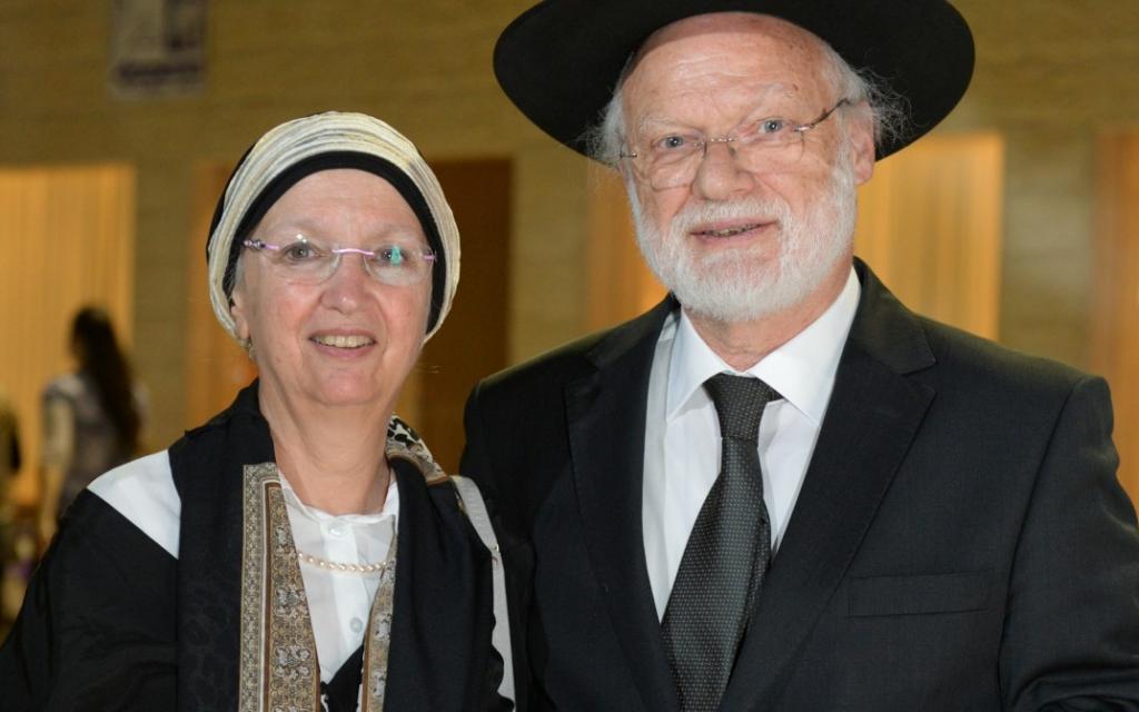 Le docteur Fançois Ephaïm Wasservogel, accompagné de son épouse sur la photo, est né dans un camp de concentration, puis a connu de formidables succès professionnels, notamment dans l'industrie automobile. (Crédit photo : autorisation)