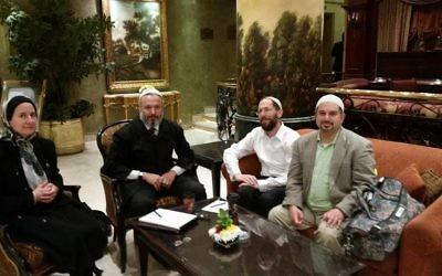 Rebecca Abrahamson (à gauche), le Dr Omer Salem (au centre à gauche), le rabbin Yakov Nagen (au centre à droite) et le Dr Joseph Ringe au Caire, en mars 2016. (Crédit : Facebook/Yaakov Nagen)
