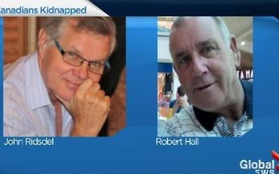 John Ridsdel (à gauche sur la photo) est l'un des deux Canadiens kidnappé en septembre 2015 et retenu en otage par le groupe islamiste Abu Sayyaf aux Philippines. Sa tête décapitée a été trouvée au sud des Philippines, ont confirmé les autorités canadiennes, le 25 avril 2016, après que l'échéance pour le paiement de la rançon n'ait pas été respectée. (Capture d'écran/Global Toronto)