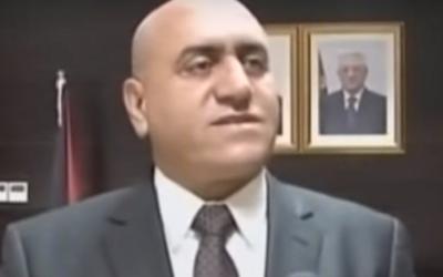 Akram Rajoub, qui a annoncé le 26 avril 2016 avoir été renvoyé de son poste de gouverneur de Naplouse par le président de l'Autorité palestinienne Mahmoud Abbas. (Crédit :  capture d'écran YouTube)