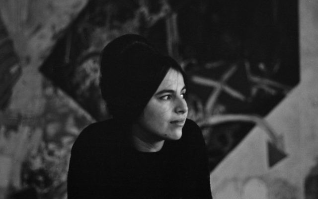 Eva Hesse en 1963 (Crédit photo : Barbara Brown/Zeitgeist Films)