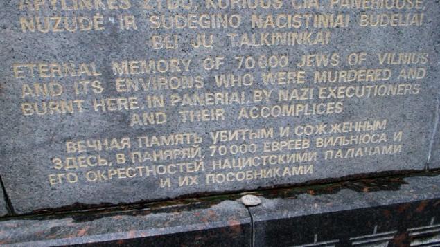 Le mémorial PANERIAI de Vilnius, en hommage à ses 70 000 Juifs tués par les nazis et leurs complices pendant la Seconde Guerre mondiale, le 16 février 2016. (Crédit : AFP/Petras Malukas)