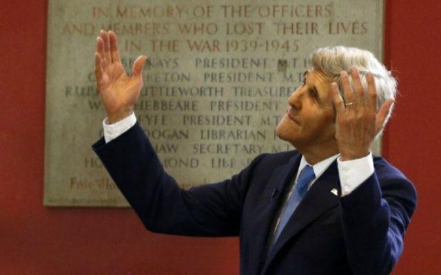Le secrétaire d'Etat américain John Kerry à Oxford, en Angleterre, le 11 mai 2016. (Crédit : Peter Nicholls/Pool/AFP)
