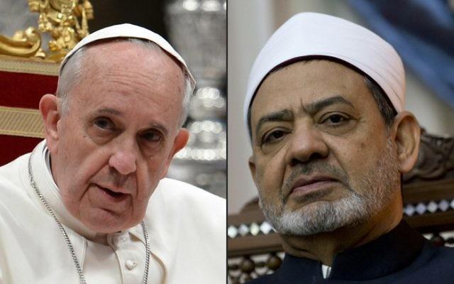 Ce montage de deux photos d'archives créé le 19 mai 2016 montre le pape François (à gauche) le 23 mai 2013 à la basilique Saint-Pierre au Vatican, et le Grand imam d'al-Azhar, Sheikh Ahmed al-Tayeb au siège d'al-Azhar, au Caire, le 11 octobre 2015 (Crédit : AFP PHOTO / FILIPPO MONTEFORTE AND KENZO TRIBOUILLARD)