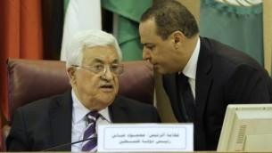 Le président de l'Autorité palestinienne Mahmoud Abbas pendant une rencontre des ministres des Affaires étrangères de la Ligue arabe pour préparer la conférence de paix organisée par la France, au Caire, le 28 mai 2016. (Crédit : AFP)