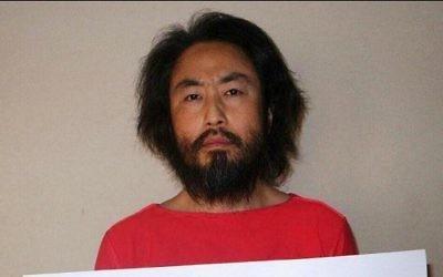 La photo non datée  révélée par l'agence de presse japonaise Jiji Press le 30 mai 2016, prise dans un endroit non révélé, montre le journaliste indépendant Jumpei Yasuda (Crédit : AFP/JIJI PRESS)