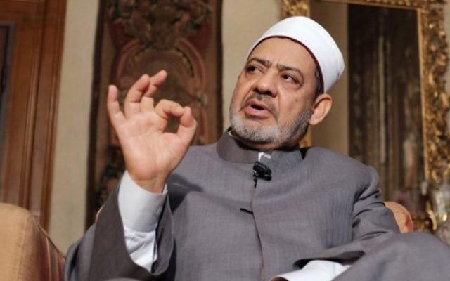 Le grand imam égyptien d'al-Azhar, le cheikh Ahmed el-Tayeb à Florence, le 9 juin 2015. (Crédit : Alberto Pizzoli/AFP)