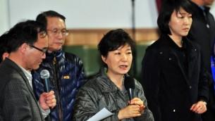 Park Geun-Hye (c) en avril 2014 (Crédit : Jung Yeon -Je / AFP)