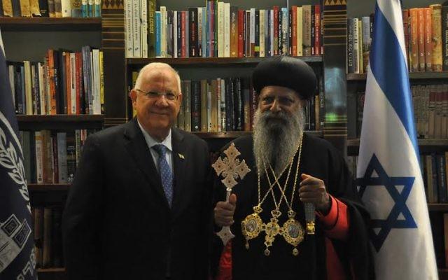 Le président Reuven Rivlin et Abune Mathias Asratetsion (Crédit : autorisation du porte-parole du président)