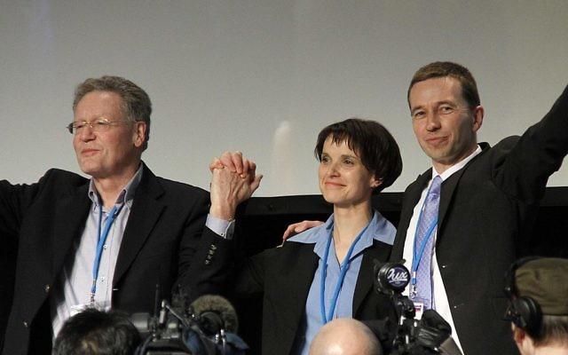 Konrad Adam, Frauke Petry et Bernd Lucke au premier congrès de l'AfD, le 14 avril 2013. (Crédit : CC BY-SA 3.0)
