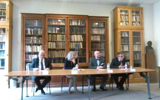 Eric Gozlan introduisant le Talmud à l'Université Panthéon-Assas (Crédit : Autorisation)