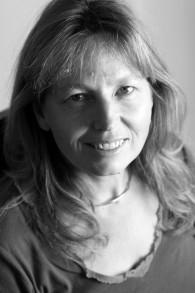 """Sarah Helm, auteur de """"Si c'est une femme — Dans Ravensbrück : le camp de concentration pour femmes d'Hitler"""". (Crédit : autorisation)"""