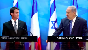 Le Premier ministre Manuel Valls et le Premier ministre Benjamin Netanyahu, le 22 mai 2016 à Jérusalem (Crédit : capture d'écran YouTube)