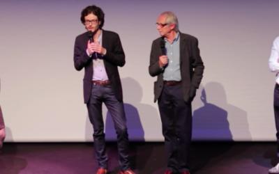 Ken Loach, à droite, à la soirée d'ouverture du Festival Ciné-Palestine de l'Institut du Monde Arabe, en mai 2016. (Crédit : capture d'écran YouTube)