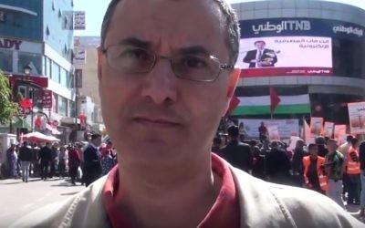 Omar Barghouti, cofondateur du mouvement de Boycott, Désinvestissement et Sanctions (BDS) contre Israël, à Ramallah en février 2016. (Crédit : capture d'écran YouTube)