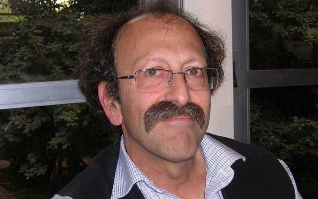 David Shulman, linguiste spécialiste de la culture et des langues indiennes, professeur à l'université Hébraïque, a reçu le prix Israël en 2016. Photographie de 2008. (Crédit : Tzahy Lerner, modifié par Gridge, via WikiCommons)