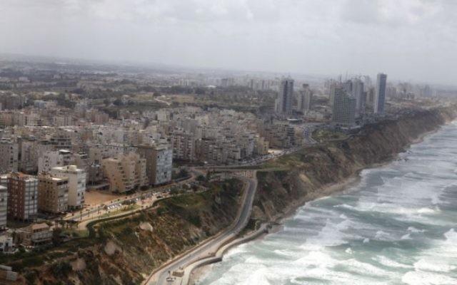 Le bord de mer de la ville de Netanya, le 16 avril 2013. Illustration. (Crédit : Flash90)