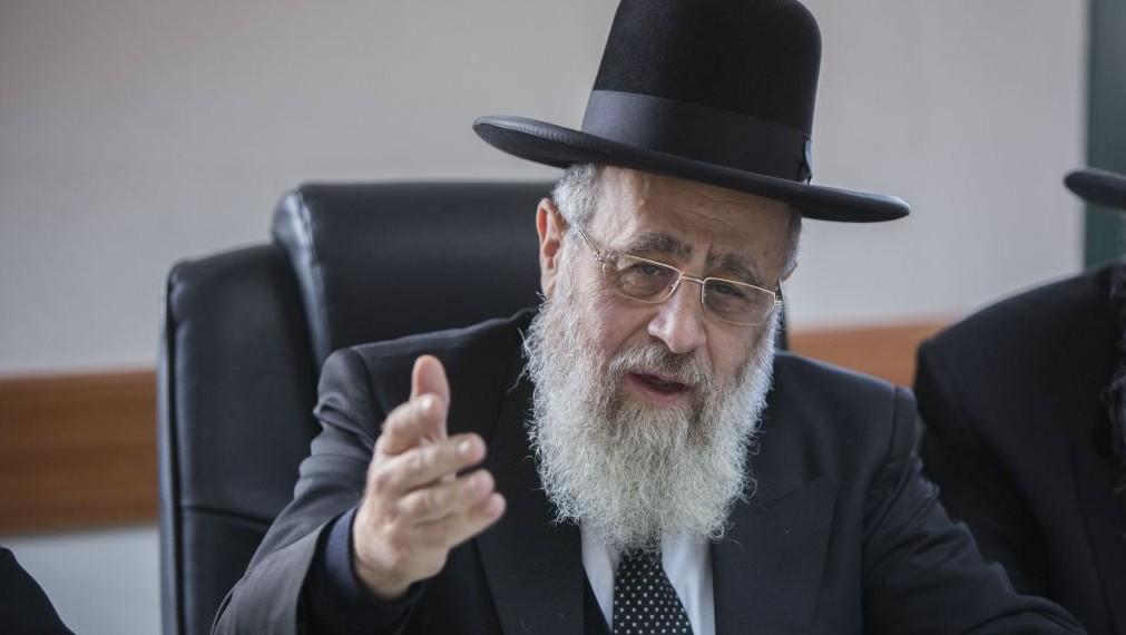Le grand rabbin séfarade d'Israël Yitzhak Yosef en novembre 2014. (Crédit : Yonatan Sindel/Flash90)