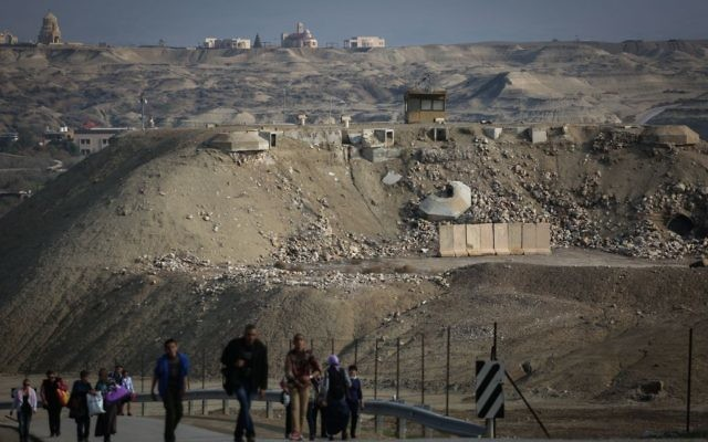 Un poste-frontière de l'armée israélienne à Qasr al-Yehud, près du Jourdain et de la frontière israélo-jordanienne, le 18 janvier 2015. (Crédit : Hadas Parush/Flash90)