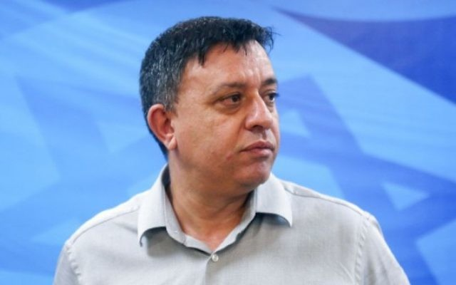 Avi Gabbay, alors ministre de l'Environnement, en août 2015. (Crédit : Marc Israel Sellem/Pool)