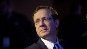 Le leader de l'opposition, Isaac Herzog, le 28 mars 2016 (Crédit : Miriam Alster/Flash90)